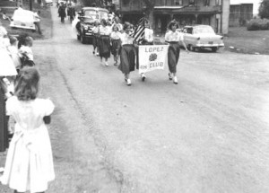 1955 parade with more 4-H kids