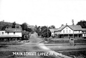Main Street looking west 1904